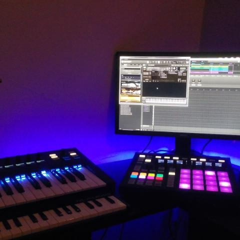maschine, komplete kontrol ks25, m-audio keystation, spitfire audio scary strings, fluid audio